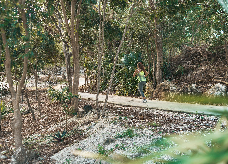 Puerto-Aventuras-central-park